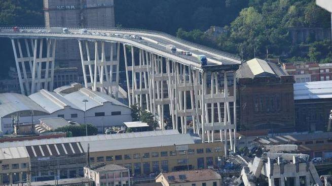 Genova, il Ponte Morandi dopo il crollo (foto Ansa)
