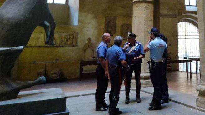 Municipale e carabinieri in Comune (foto Luca Castellani/FotoCastellani)