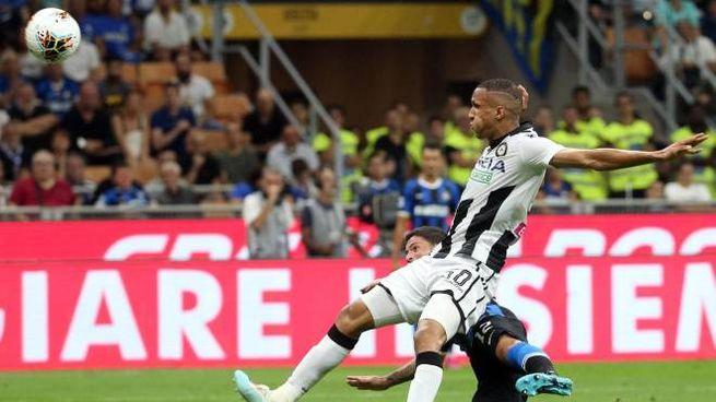 Spettacolare gol di Sensi all'Udinese (Ansa)
