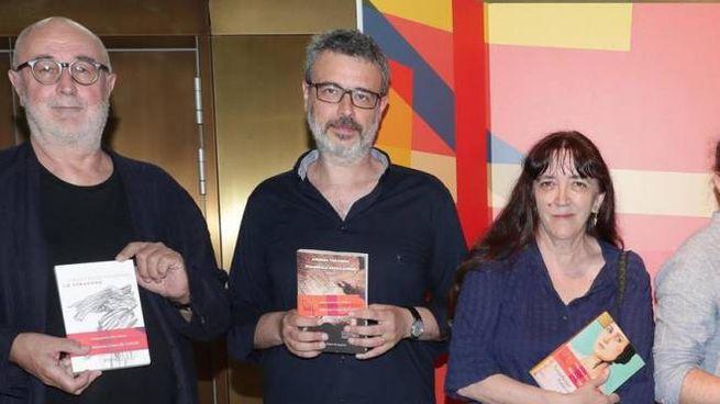 Andrea Tarabbia, il secondo da sinistra, vince il Premio Campiello