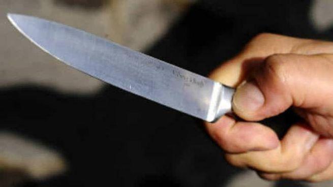 Minacciato con il coltello