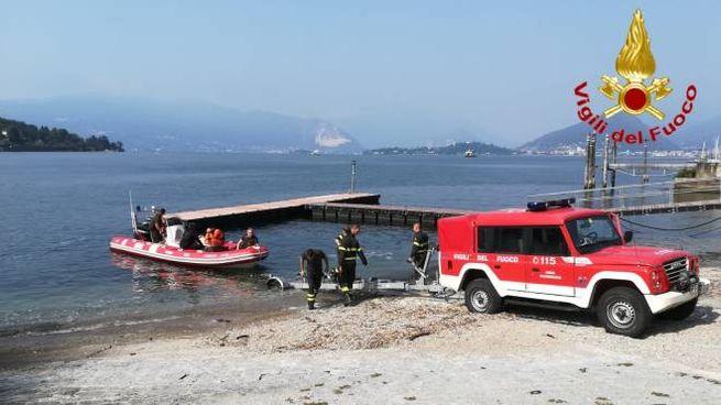 I vigili del fuoco nel golfo di Laveno