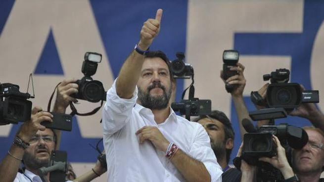 Matteo Salvini sul palco di Pontida (Ansa)
