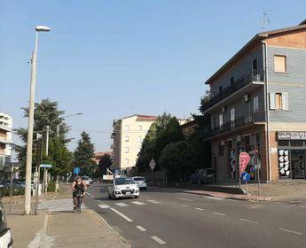 Il tratto di ciclabile di via Mazzini. Il progetto prevede il completamento dei segmenti mancanti
