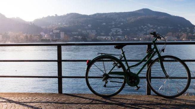 Un tratto panoramico del percorso in bici da Como a Lecco