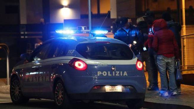 Pesaro, la polizia è intervenuta ed ha bloccato l'uomo (Fotoprint)