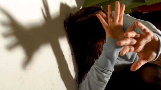 Picchiava la madre mentre scontava la condanna ai domiciliari, denunciato (Newpress)