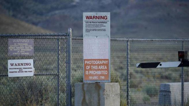 Area 51, arrestati i primi 2 invasori. Rischio raid, chiuso lo spazio aereo