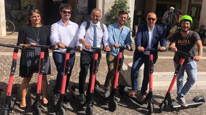 Ora i monopattini elettrici si noleggiano anche a Pesaro
