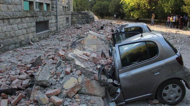 Terremoto in Albania: danni alla facoltà di geologia dell'università di Tirana (Ansa)