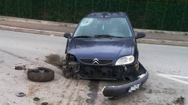 Fermo, l'auto del giovane dopo l'incidente (foto Zeppilli)