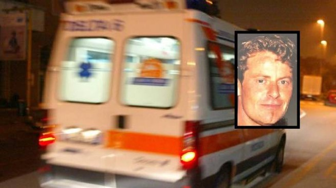 Un'ambulanza e, nel riquadro, la vittima