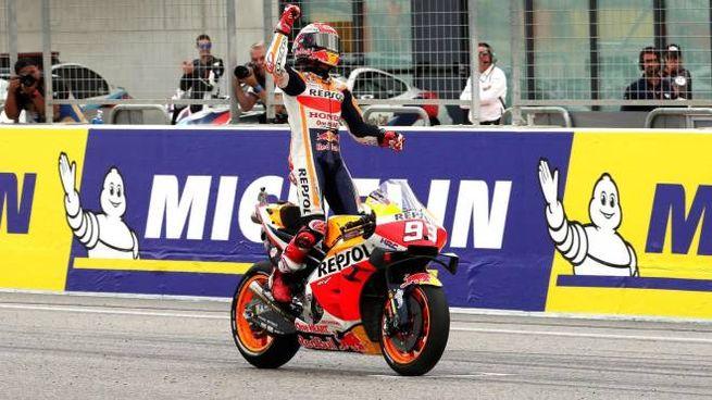 Marc Marquez festeggia la vittoria al Gp di Aragon (Ansa)