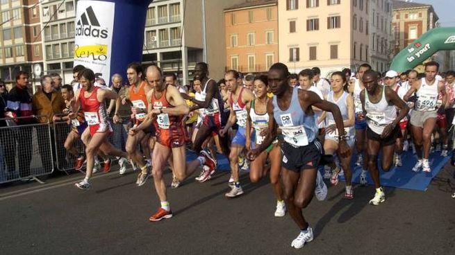 Maratona di Bologna, partenza in una foto d'archivio Schicchi