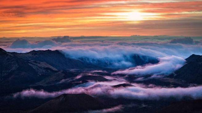 L'alba dalla cima del vulcano Haleakala, alle Hawaii