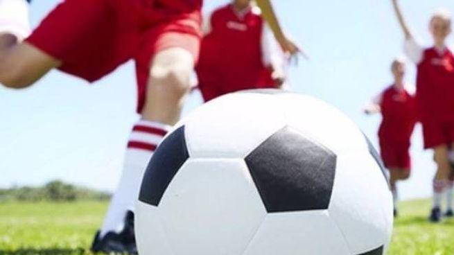 Piccoli calciatori in campo  durante un allenamento