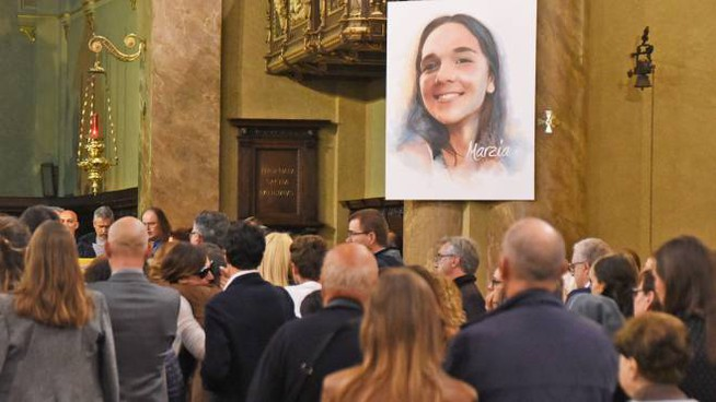 Chiesa gremita per i funerali di Stefano Mecca