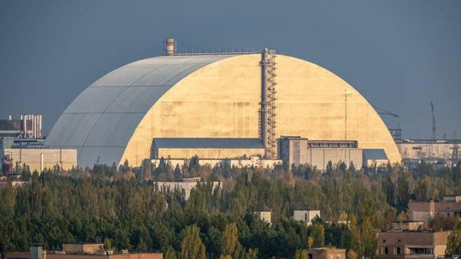 Il sarcofago di acciaio sul reattore n. 4 di Chernobyl