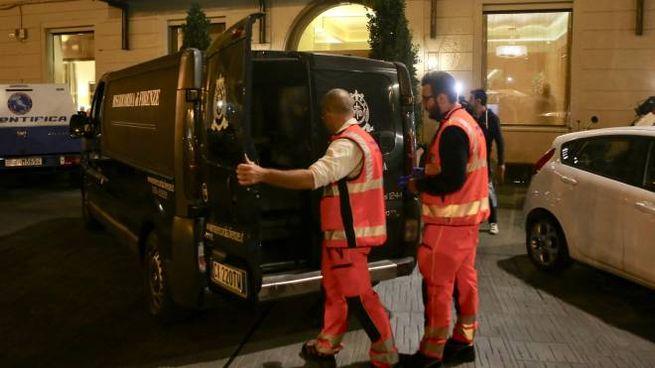 La scoperta dei due corpi in un albergo di piazza Santa Maria Novella