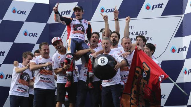 MotoGp, Marquez festeggia il titolo mondiale (foto Ansa)