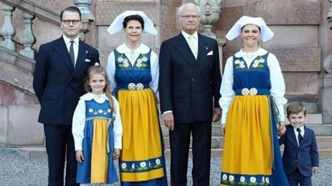 Carlo XVI Gustavo, la principessa ereditaria Vittoria e la sua famiglia (Instagram)