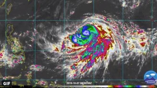 Il tifone Hagibis verso il Giappone. Immagine da Noaa Satellites, twitter