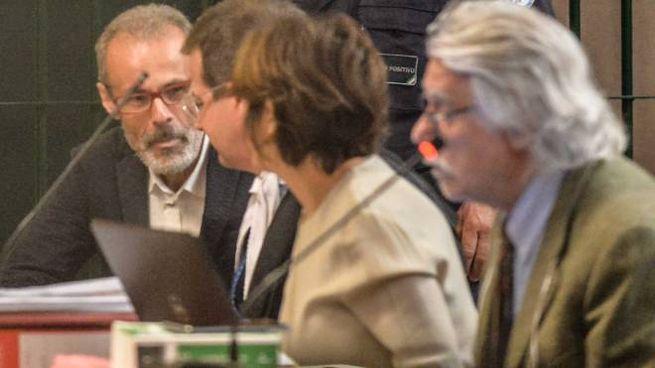 Leonardo Cazzaniga con i suoi avvocati