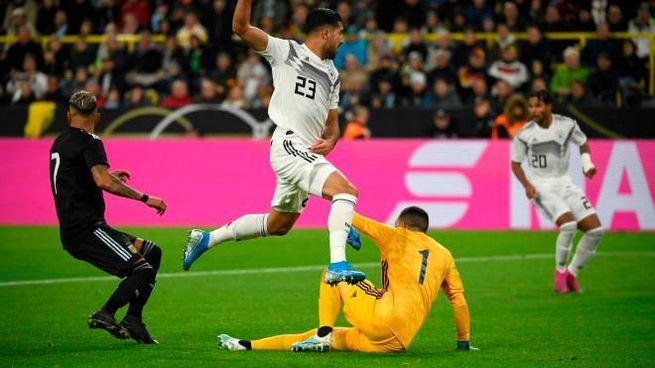 Emre Can in azione con la maglia della Germania