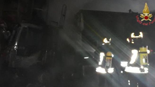 Camion a fuoco in  galleria sulla Firenze-Pisa-Livorno