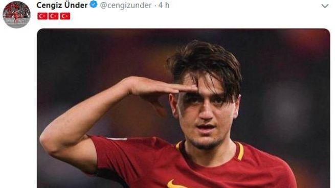 Cengiz Under su Twitter: il saluto militare con la maglia della Roma