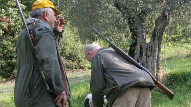 Cacciatori durante una battuta (foto d'archivio)