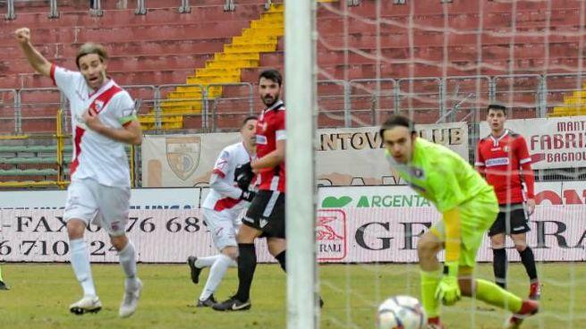 Altinier esulta, nel match vinto col Franciacorta l'attaccante ha segnato un gol per tempo
