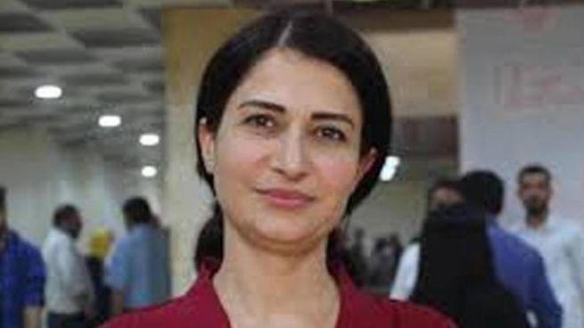 Hevrin Khalaf, l'attivista dei diritti delle donne uccisa nell'offensiva turca (Ansa)