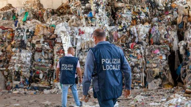 Polizia Locale in azione in una discarica abusiva