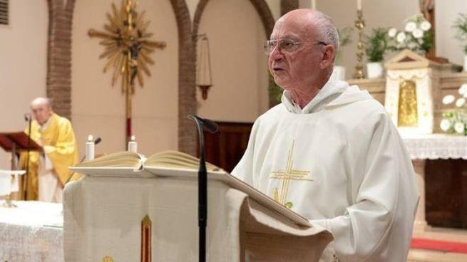 Don Giuseppe Mangano è un prete vedovo e ha un figlio (foto Frignani)
