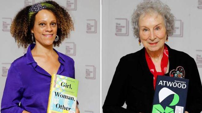 Margaret Atwood (a destra) e Bernardine Evaristo (sinistra)
