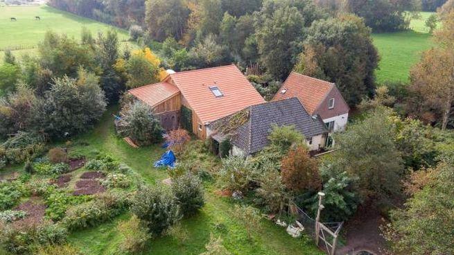 La casa dove la famiglia olandese viveva da nova anni isolata (Ansa)
