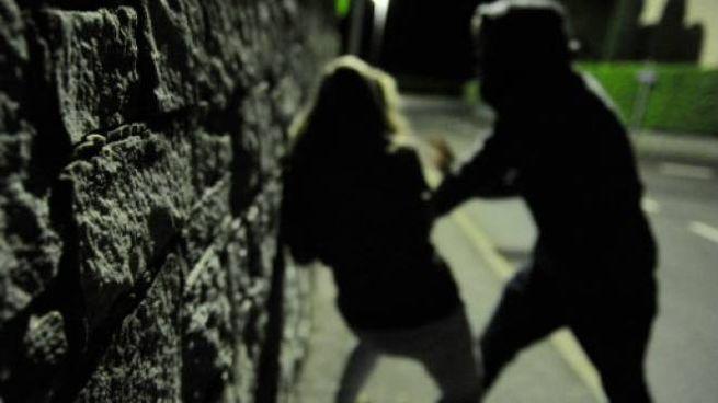 Violenza sessuale all'uscita dalla discoteca
