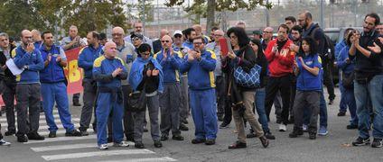 Circa 250 lavoratori della Cnh in corteo ieri mattina durante le due ore di sciopero