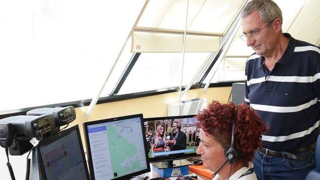 Il dottor Menarini  al lavoro nella centrale operativa del pronto soccorso (Zani)