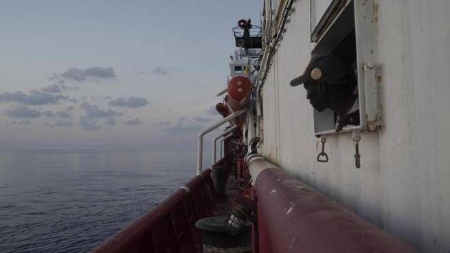 Migranti salvati nel mare di Lampedusa (Ansa)