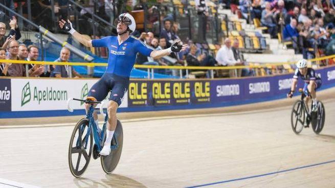 Elia Viviani vince l'oro nell'eliminazione agli Europei su pista (Ansa)