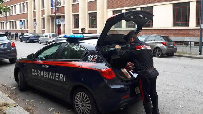 carabinieri a  scuola per ricostruire quanto successo in quella manciata di minuti