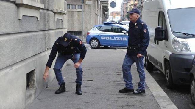 La polizia sul luogo del tentato omicidio (Ansa)