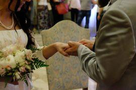 L'immagine dello sposalizio tra l'ex carcerato e la sua insegnante di botanica nel corso di agraria a Castelfranco