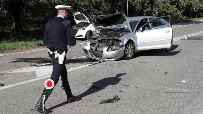 Ravenna, incidente tra auto in via Baiona, gravi due donne (foto Zani)