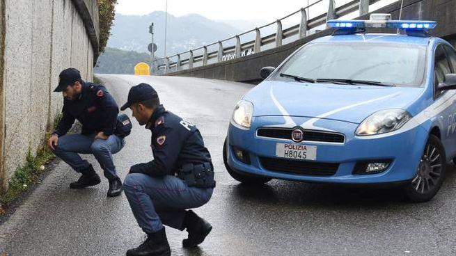 Le indagini della polizia nel luogo dove è stato trovato Gaetano Banfi