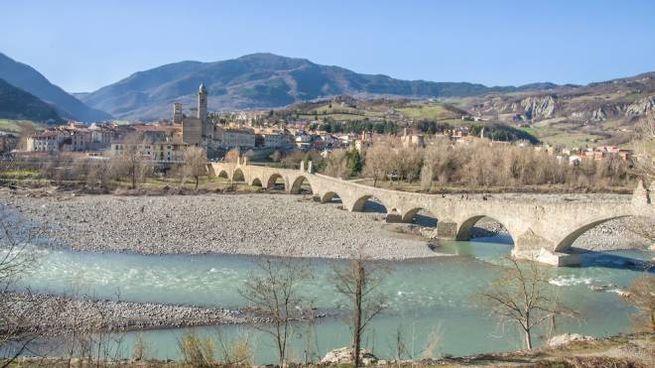 Uno scorcio di Bobbio con il Ponte Vecchio