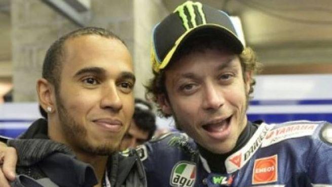 Lewis Hamilton, 34 anni, pilota Mercedes e Valentino Rossi, 40, pilota Yamaha