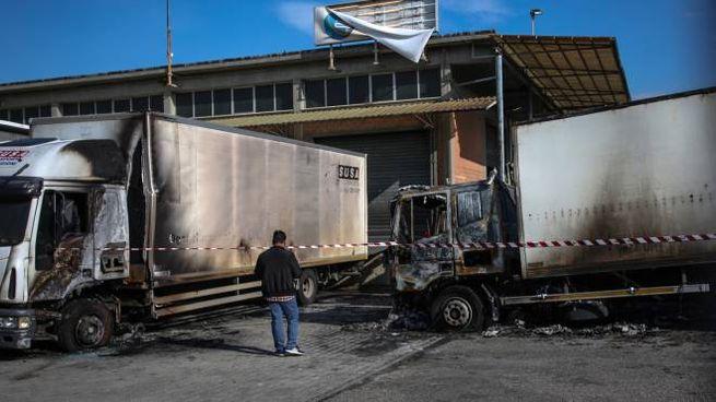 Due dei mezzi pesanti coinvolti nell'incendio (Germogli)